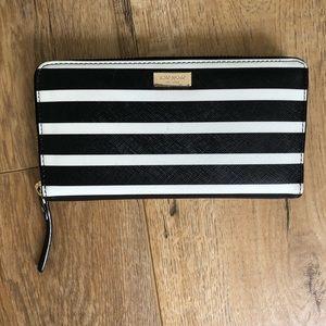 Kate spade, zip wallet, black/white stripes